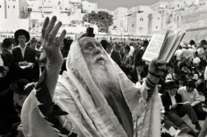 Rabbi-praying-at-the-Western-Wall.preview